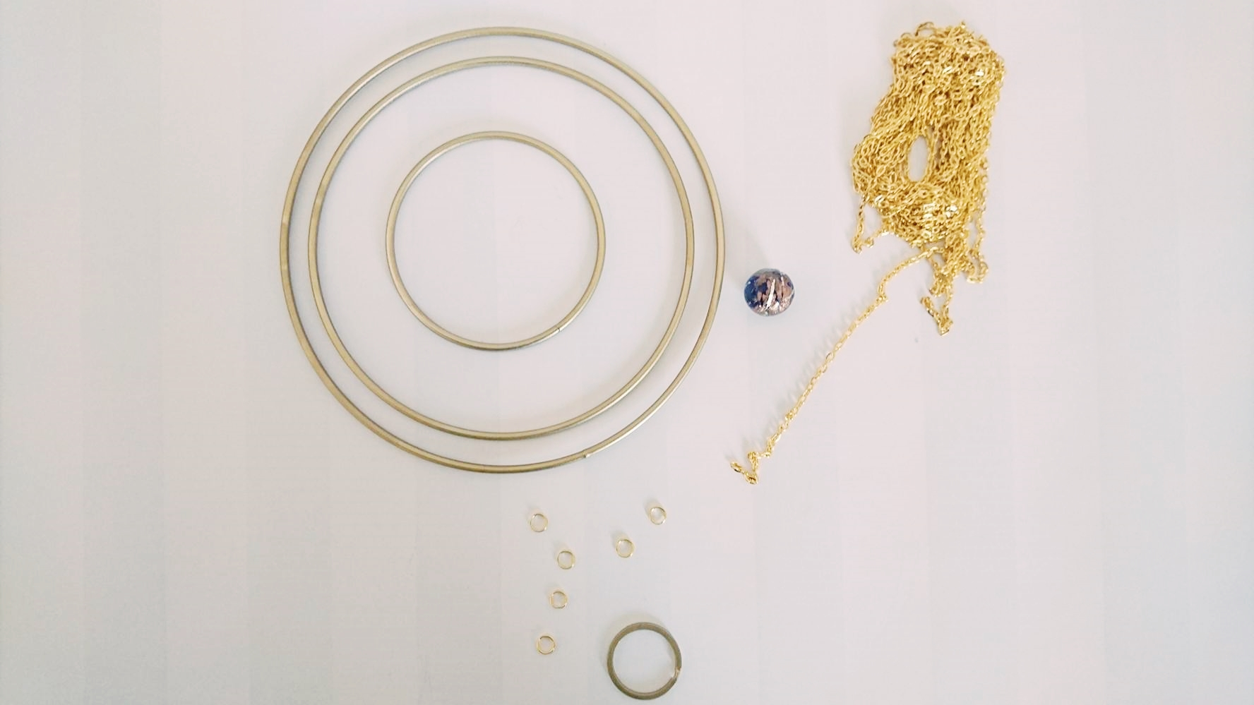 Material DIY Mobile, Metallringe, Goldkette basteln, Murmel, Schlüsselanhänger