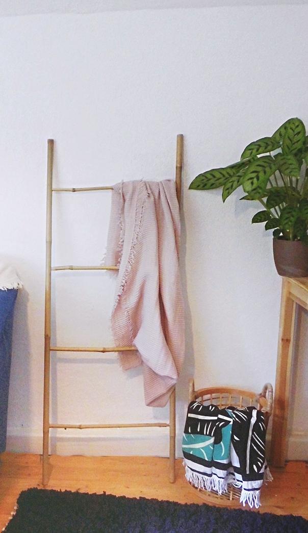 Do it yourself Bambusleiter als Dekoration für das Wohnzimmer. DIY Leiter für Decken im Wohnzimmer aus Bambus. Bambusleiter bauen. DIy Leiter bauen, DIY Bambusleiter, DIY wohnen, diy deko, diy möbel und diy interior