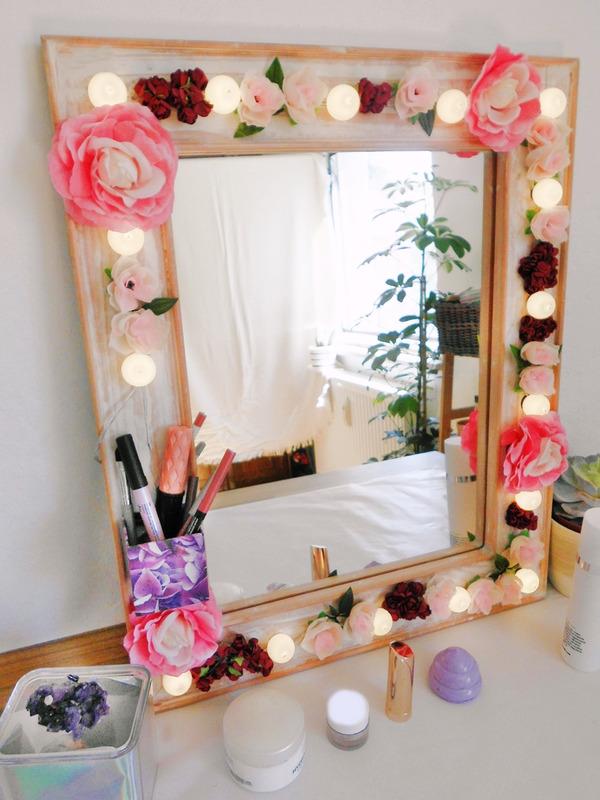 DIY Hollywood Spiegel selber bauen, Spiegel mit Blumen und Lichtern, Spiegel mit Lampen und Blumen selber bauen, DIY Schminkspiegel mit Licht bauen (7)