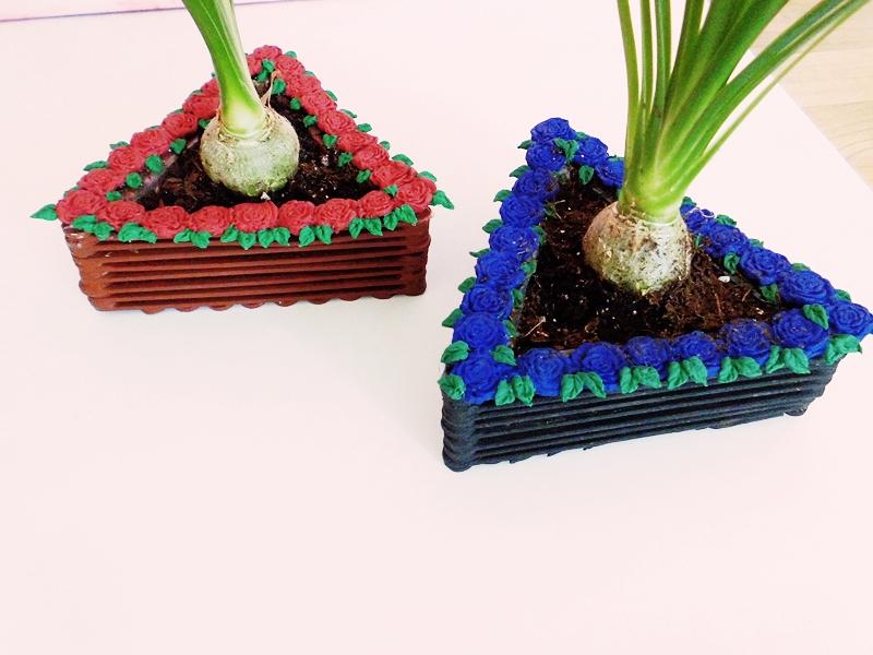 DIY Blumentopf aus Holzstäbchen mit Rosenverzierung - sehr günstiges DIY für dein zu Hause (10)