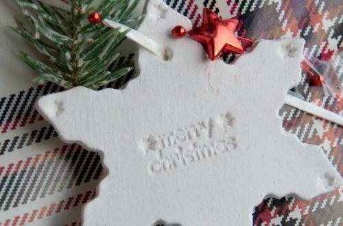 Kreative DIY-Idee zum Selbermachen für Weihnachtsgeschenke: Weihnachtliche Geschenkanhänger selbermachen | Geschenke kreativ verpacken - diy clay gift tags and ornaments