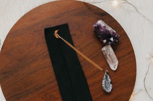 Räucherstäbchenhalter DIY aus Modelliermasse selbst basteln mit Mondelement, Räucherstäbchenhalter Mond DIY