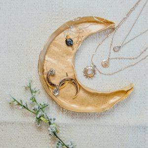 DIY Mond Schmuckschale aus Modelliermasse basteln in gold - mond schale basteln - schmuckschale basteln - bastelidee DIY's