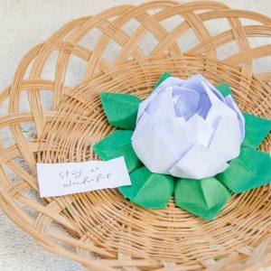 origami lotusblüte faltanleitung, origami geschenkidee, origami anleitung für anfänger