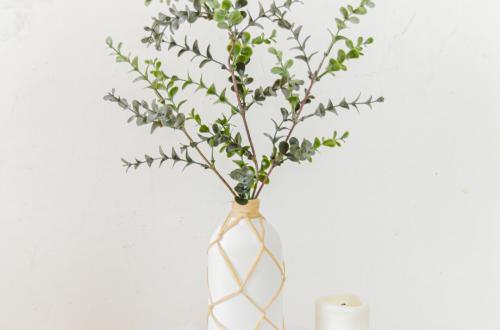 DIY Vase für Blumen mit Bast Upcycling idee Duschgel verpackung