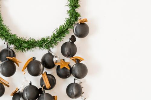 diy blog diy adventskalender minimalistisch ohne zahlen mit tanne und kugeln (1)