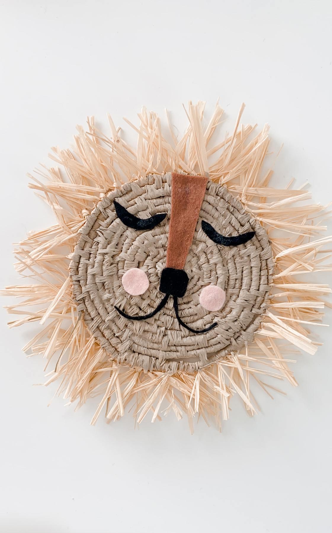 handgemachter Bastlöwe / Löwe aus Bast / Raffia als Kinderzimmer-Dekoration